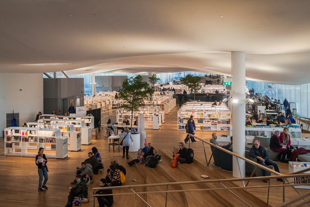 Третий этаж библиотеки Oodi в Хельсинки