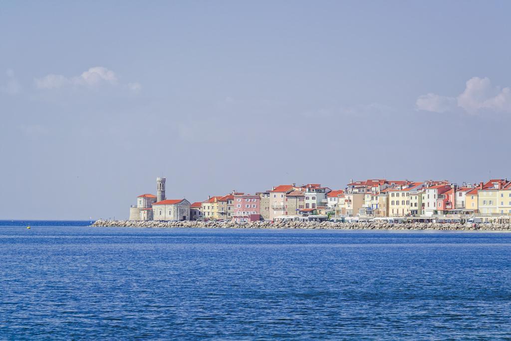 Мыс города Пиран, маяк и церковь