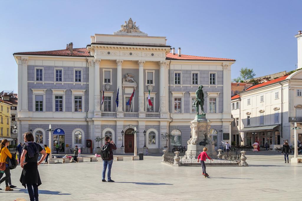 Ратуша и городская площадь Тартини в Пиране