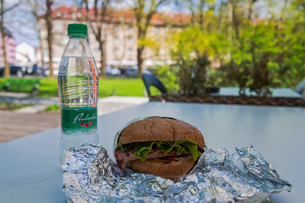 Hot Horse - ссеть заведений быстрого питания в Любляне и бургеры из конины