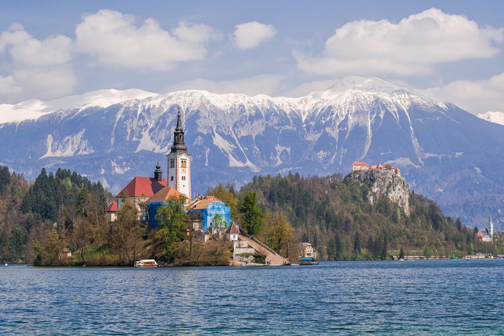 Остров на озере Блед, единственный остров в Словении