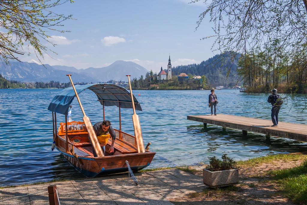 Весельная лодка Плетна на озере Блед в Словении
