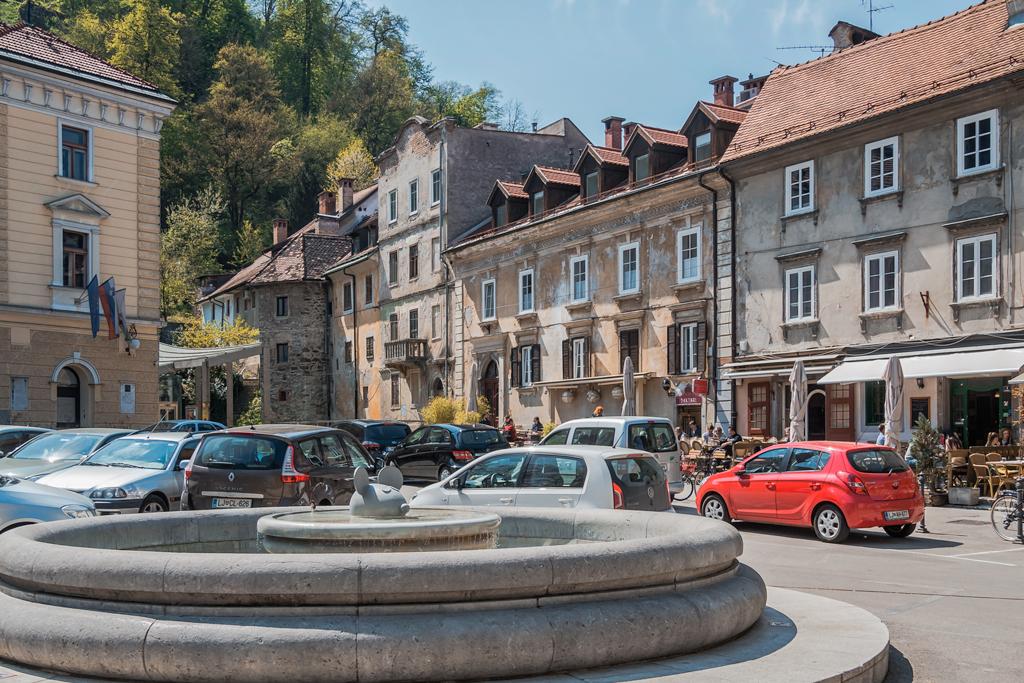 Любляна, старый город, фонтан мышь и фуниклер наверх к замку