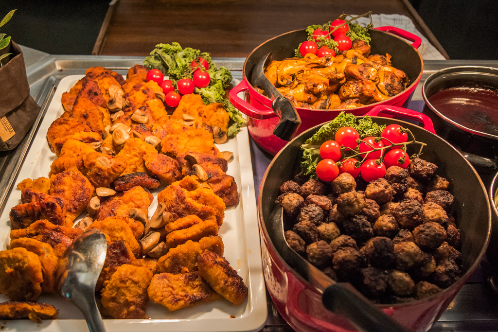 Шведский стол против русских будете, тарелки, стоит, больше, только, тарелку, стола, довольно, шведского, правильно, нужно, столу, можно, желудке, взять, самом, своего, социальных, тарелка, оказывается