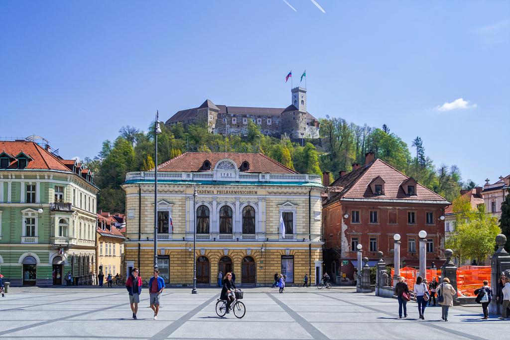 Словения - гулящая женщина