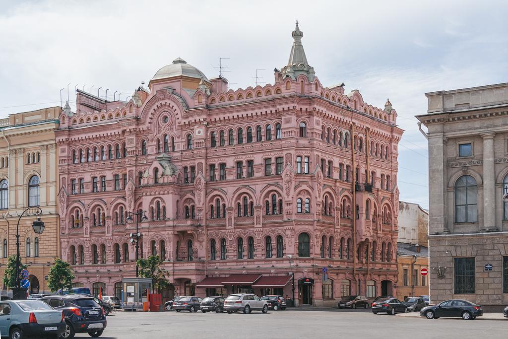 Как крестьяне изменили Петербург?
