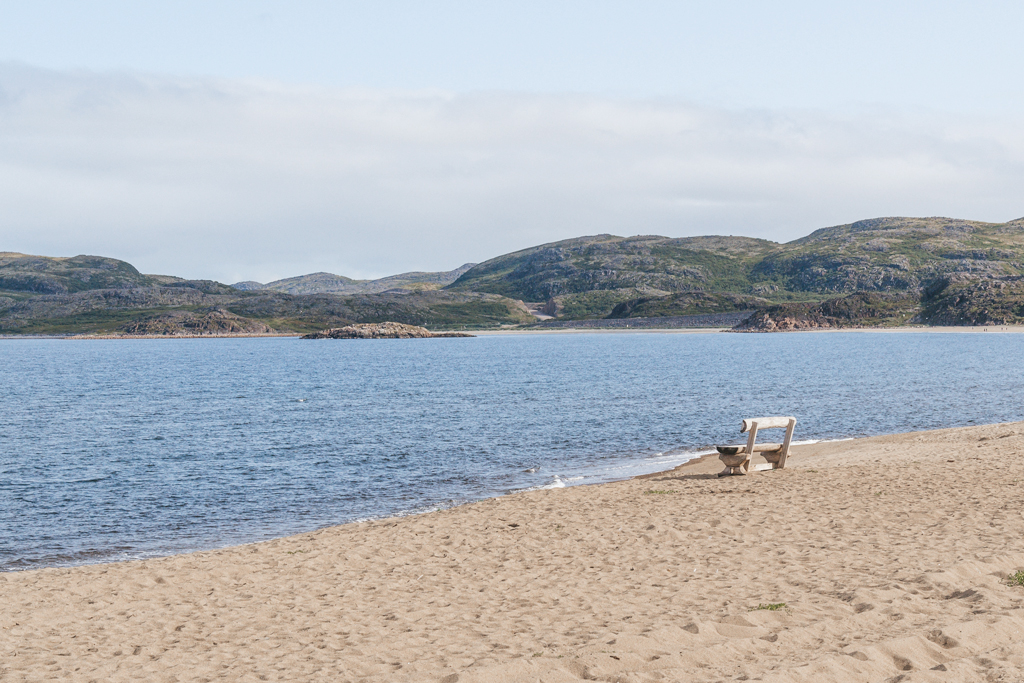 Териберка пляж море скамейка