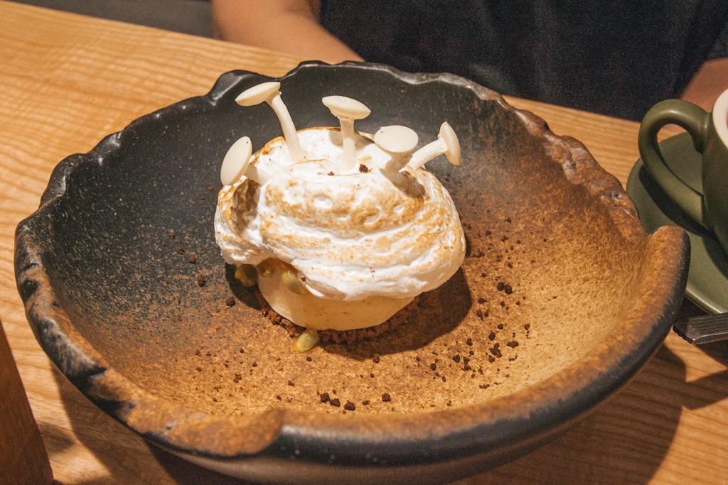 Экстравагантный десерт маракуйя-трюфель в ресторане Hunt