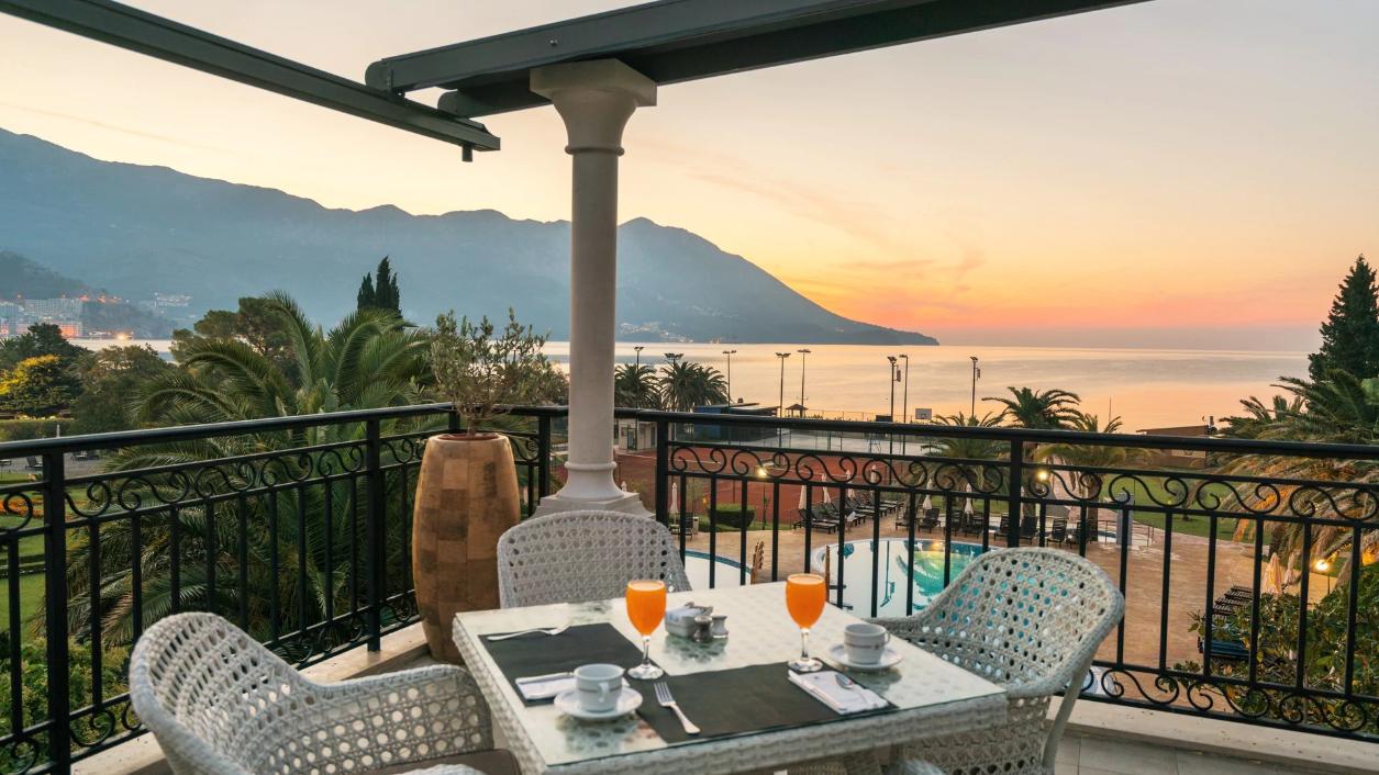 Четырехзвездочный отель Iberostar Bellevue в Черногории на питании все включено