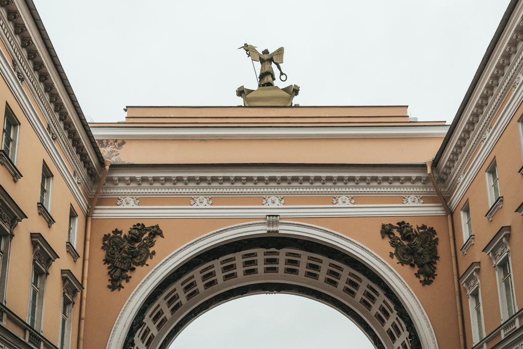 Что скрывает арка Главного штаба?