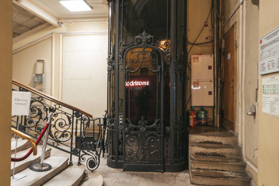 Что скрывает обычный лифт?