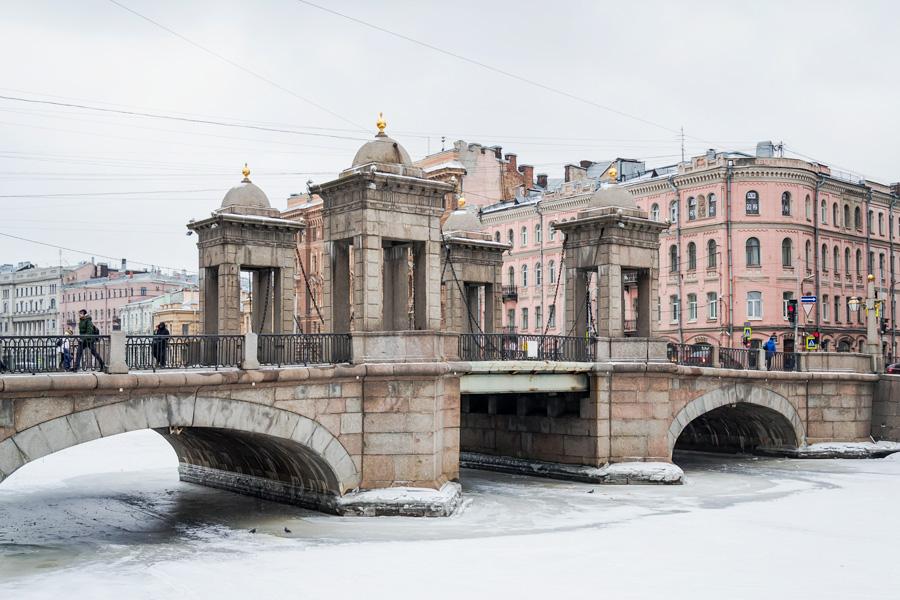 Два моста одинаковых с лица