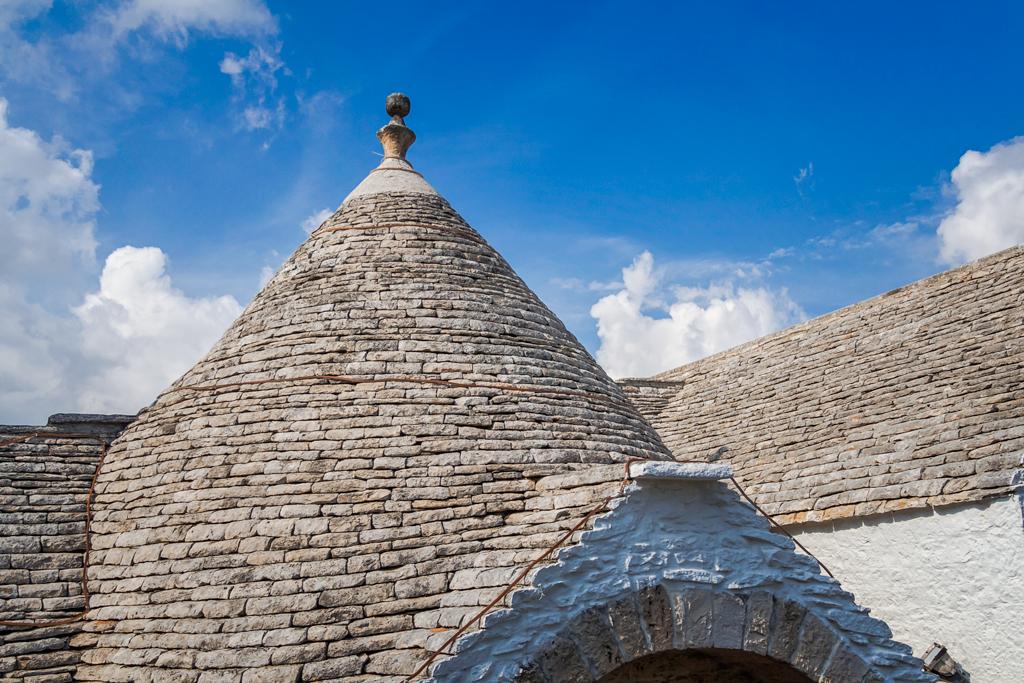 Как устроена крыша трулли
