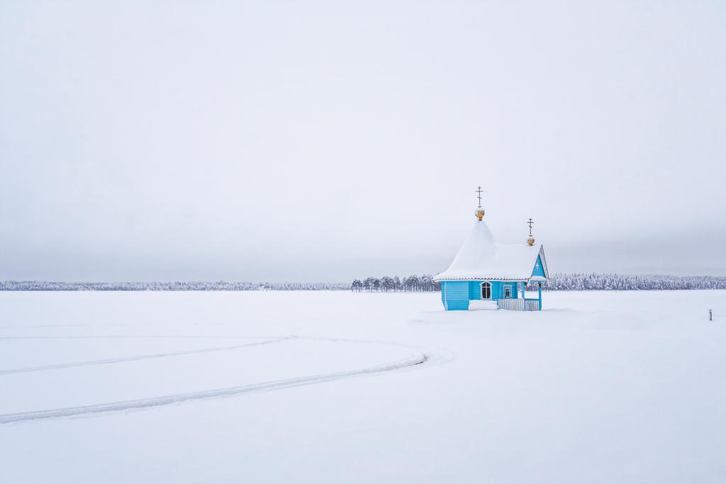 Церковь на озере Контокки зимой
