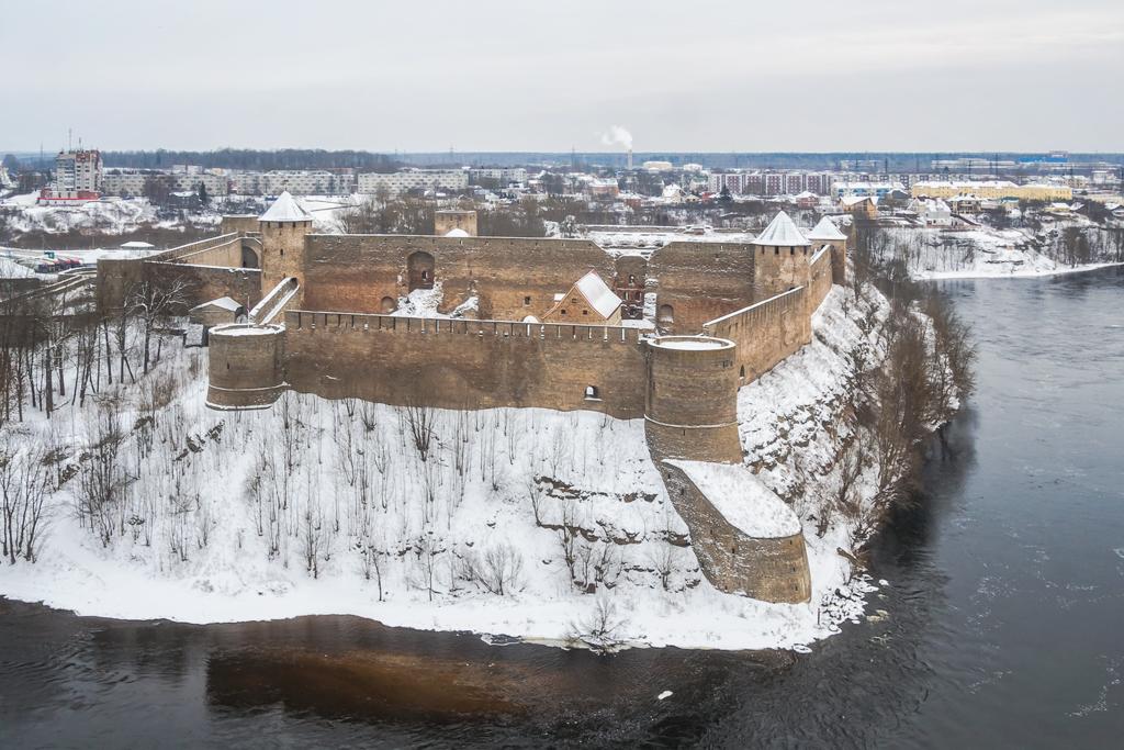 Ивангородская крепость вид сверху зимой
