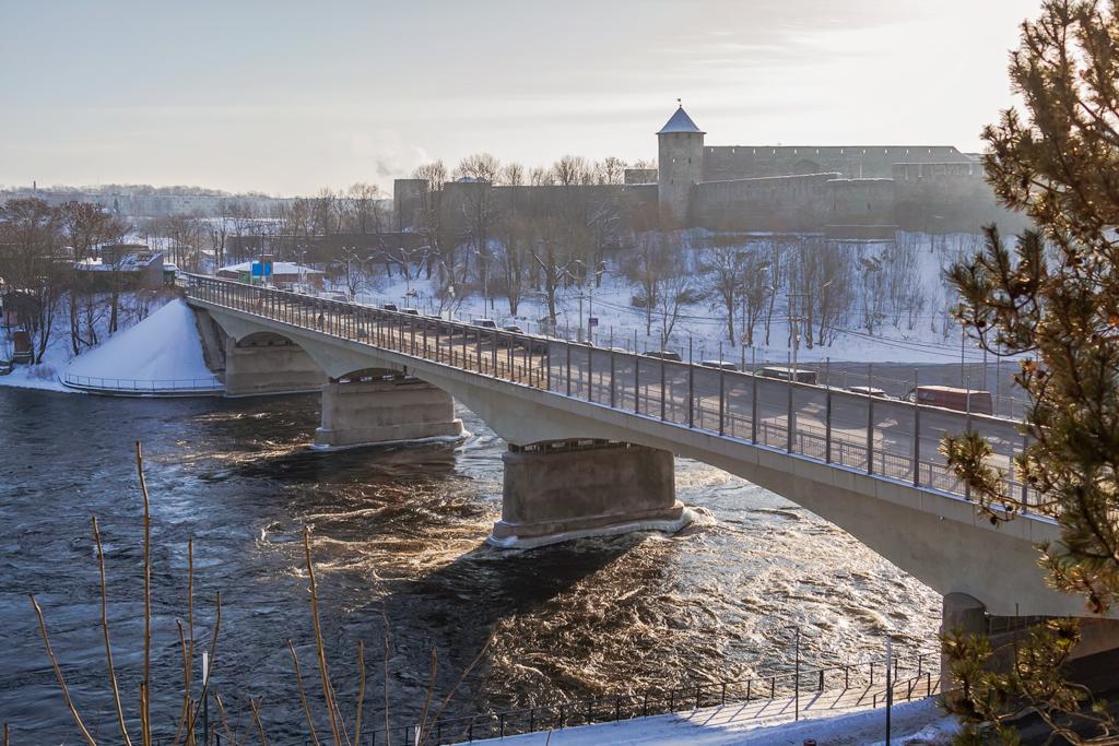 Мост Дружбы и граница на переходе Россия-Эстония