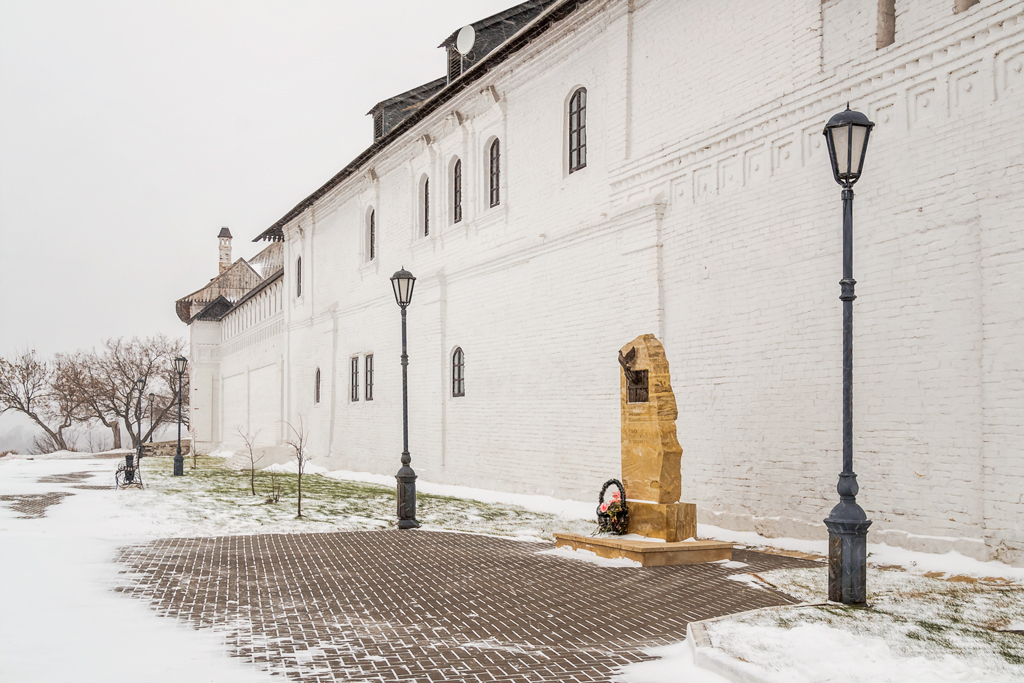 Памятник жертвам красного террора на острове Свияжск