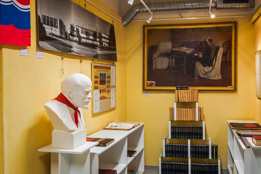 Музей СССР в подземном бункере в Доме Культуры в Силламяэ