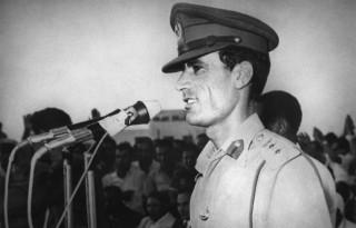 Полковник Муаммар Каддафи, возглавлявший военный переворот в Ливии, выступает в Триполи 27 сентября 1969 года после свержения короля Идриса