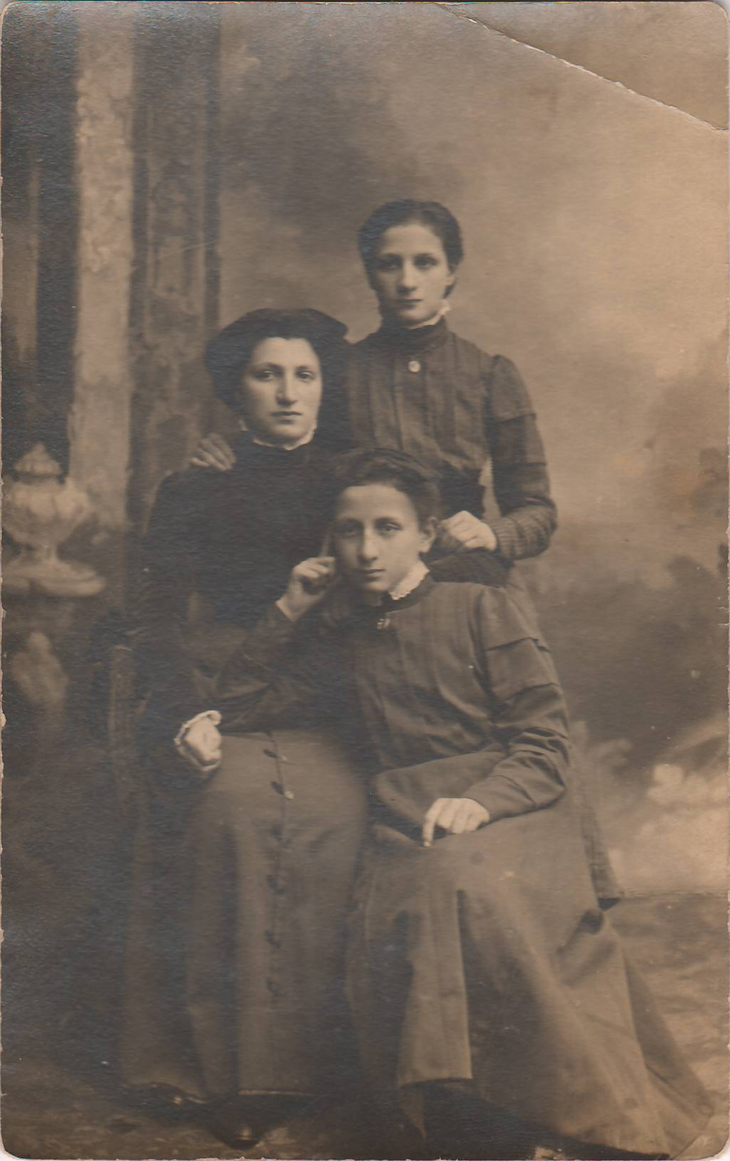 1918 Three Systers