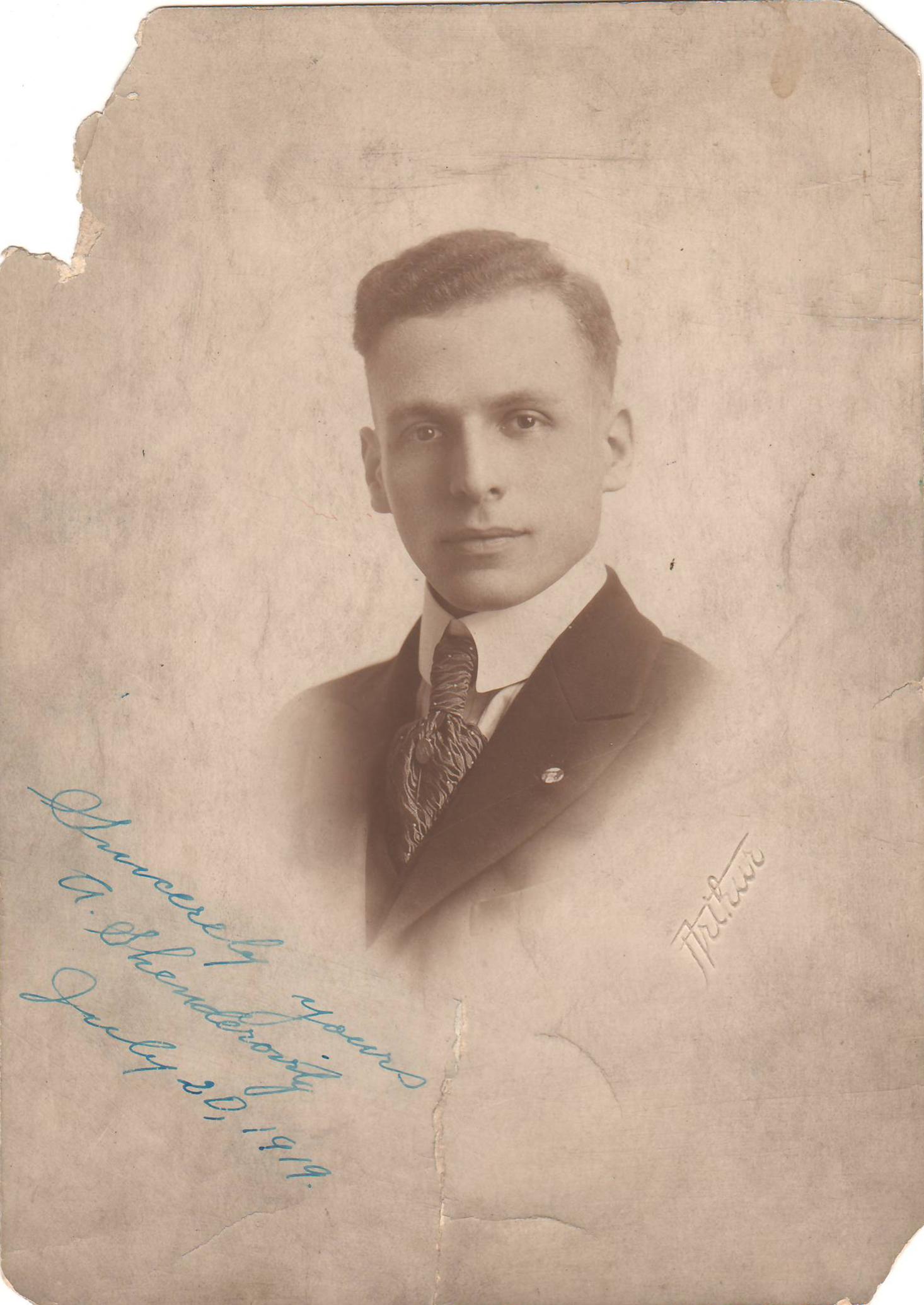 Alexander Shenderovitz 1919_crop