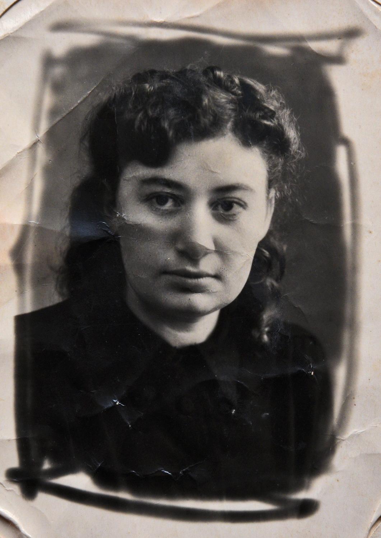 Ента (Лена) Иткина, старшая сестра Марии Стрельциной_Могилев_начало 1950-х