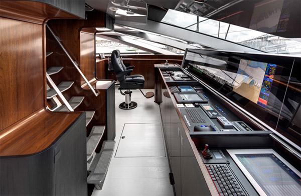 070511_vertigo_220_yacht_3
