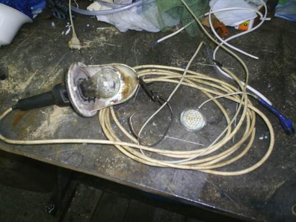 1 берем переноску и лампу