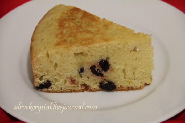Сметанный кекс с сушеной вишней