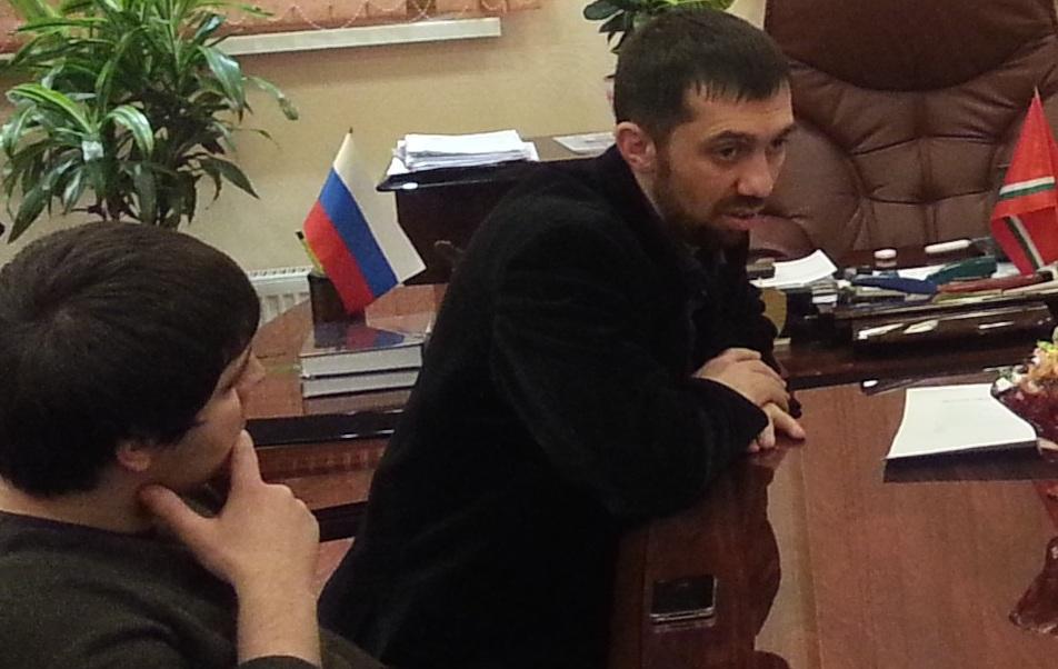 Директор Фонда Альтаир Руслан Курбанов на встрече с молодежью