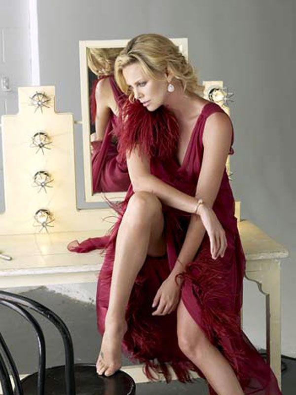 charlize-theron-gorgeous-look-15