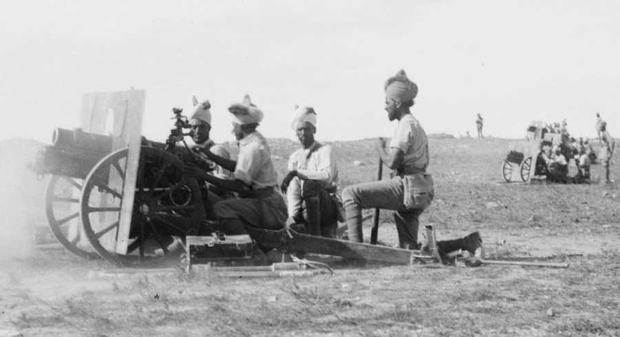 Indian_Army_QF_3.7_inch_gun_battery_Jerusalem_1917