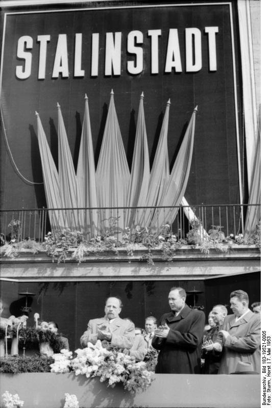 переименование в Сталинштадт 7 мая 1953