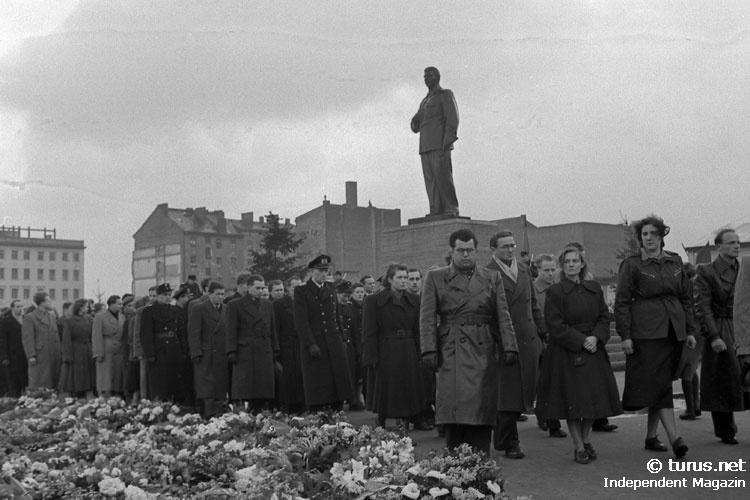 Gedenkfeier nach dem Tod von Josef Stalin in Ostberlin DDR März 1953