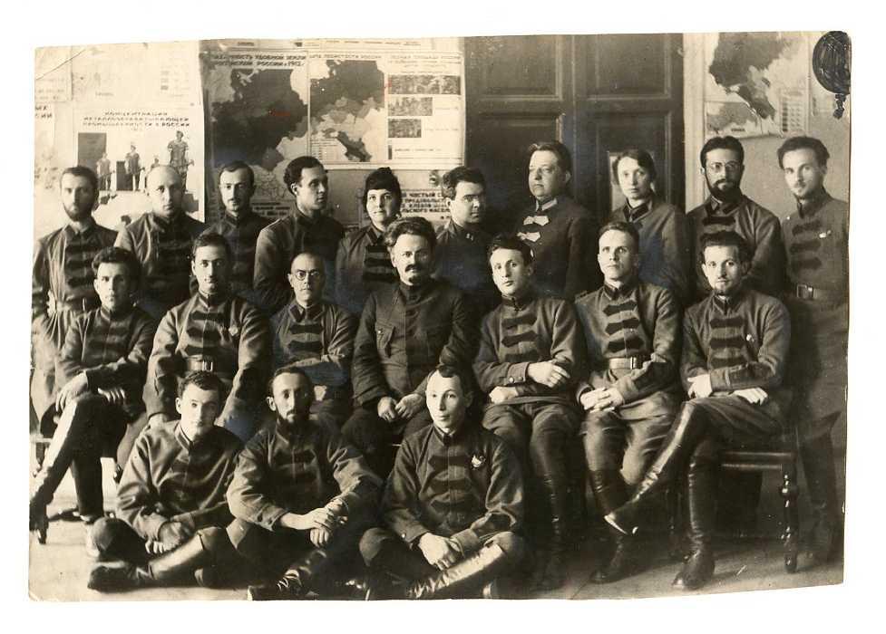 trockij-v-voennoj-akademii-1924