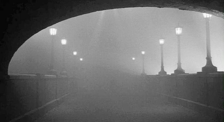 1991 - Тени и туман (Вуди Аллен).jpg