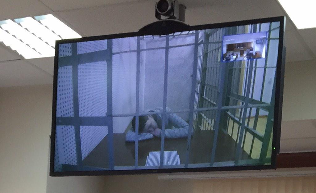 Савченко участвует в заседании суда в режиме видеоконференции