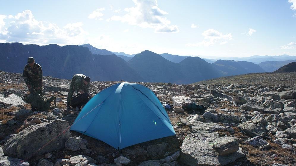 Лагерь исследователей барса в горах