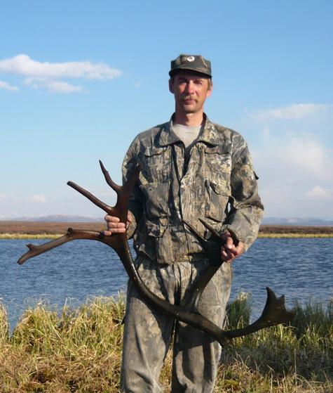 Госинспектор Евгений Иванушкин с ценной находкой