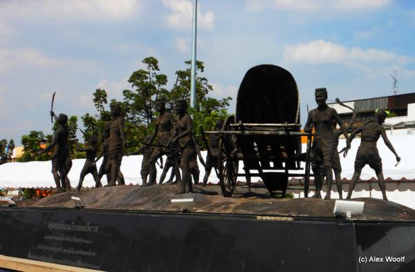 Монумент Тао Суранари