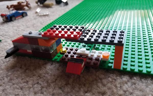 LEGO-hangar-plane