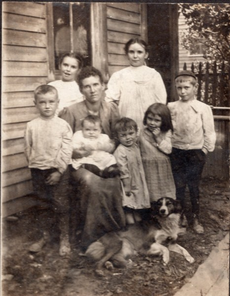Senora-Hampton-Hinkle-with 7-children-noframe