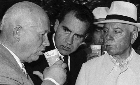 """Хрущёв отхлёбывает """"пепси-колу"""" в Сокольниках... 25-е июля 1959-го года..."""
