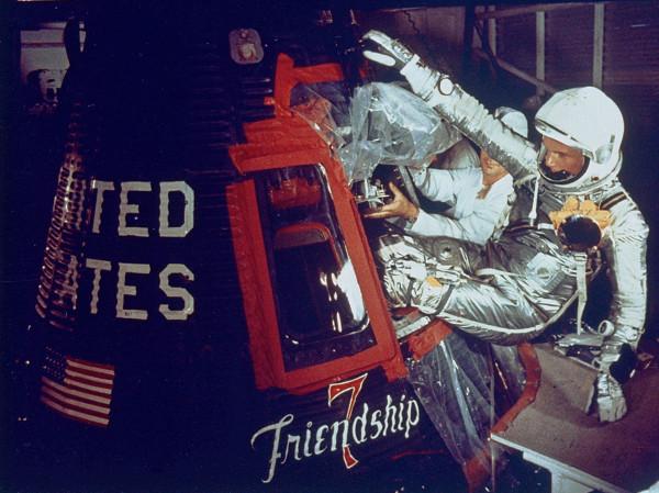 Астронавт Джон Гленн на борту «Friendship 7» перед запуском 20 февраля 1962 г. Фото НАСА
