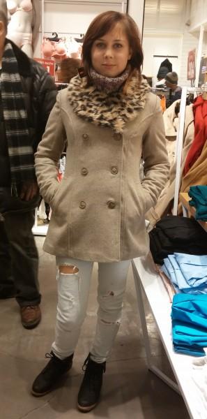 10 Аня в пальто