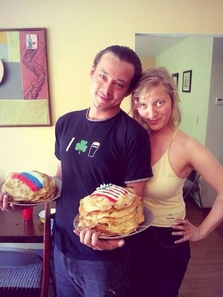 Кирилл и Аня с блинами