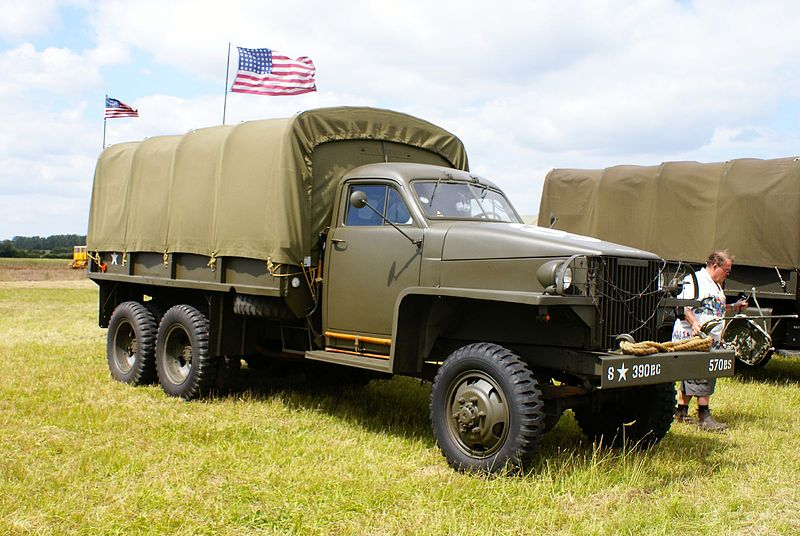 800px-Military_Vehicles_(2621947332)