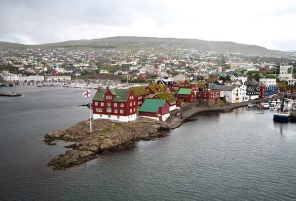 Гавань-возле-Торсхавна-крупнейшего-города-Фарерских-островов-600x407