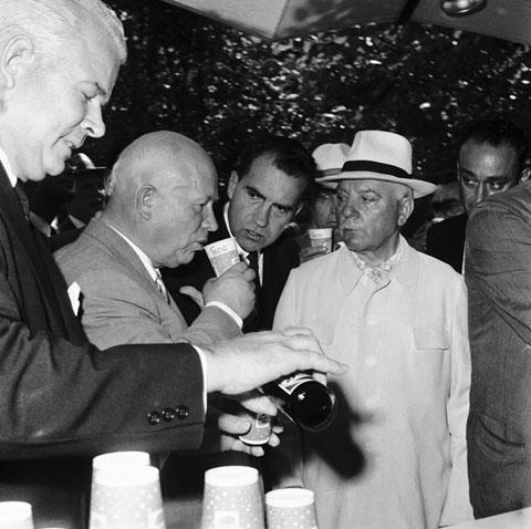 Хрущёв пьёт Пепси
