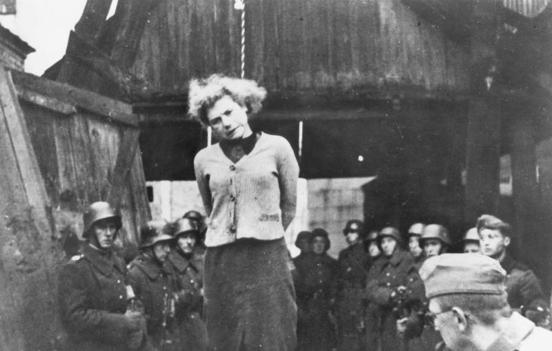 Хозяин жестоко наказывает свою рабыню 19 фотография